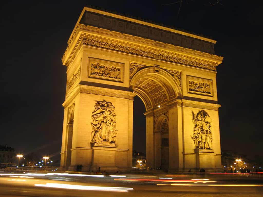Paris_arc_de_Triomphe_place_de_l'Etoile_la_nuit