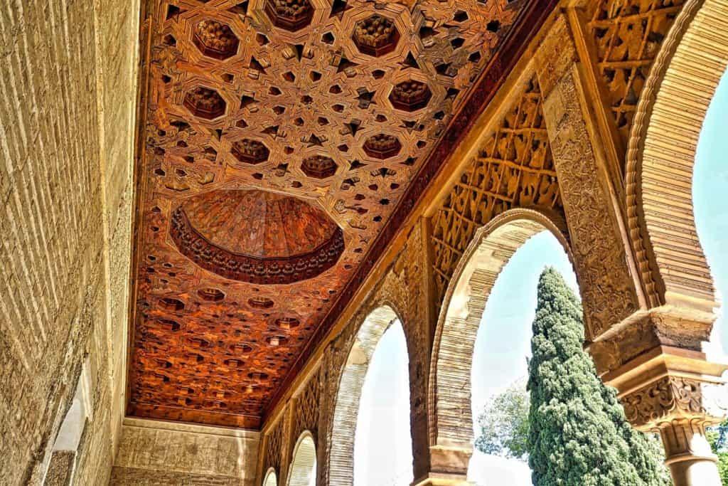alhambra-1437189_1920